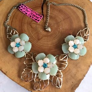 💕NWT BJ Dazzling Green Lucite gold Necklace 💕